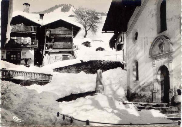 Hauteluce place eglise hiver