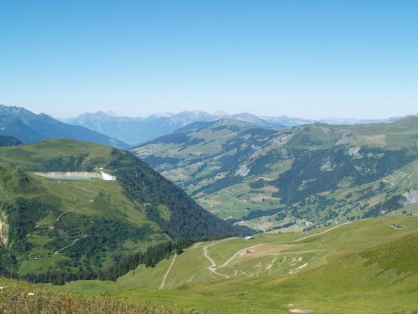 Vue sur la vallée d'Hauteluce en direction du col de la Fenêtre