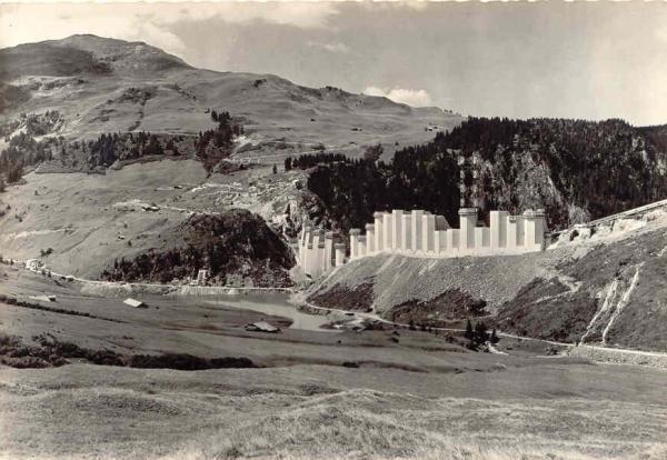 Roselend construction barrage